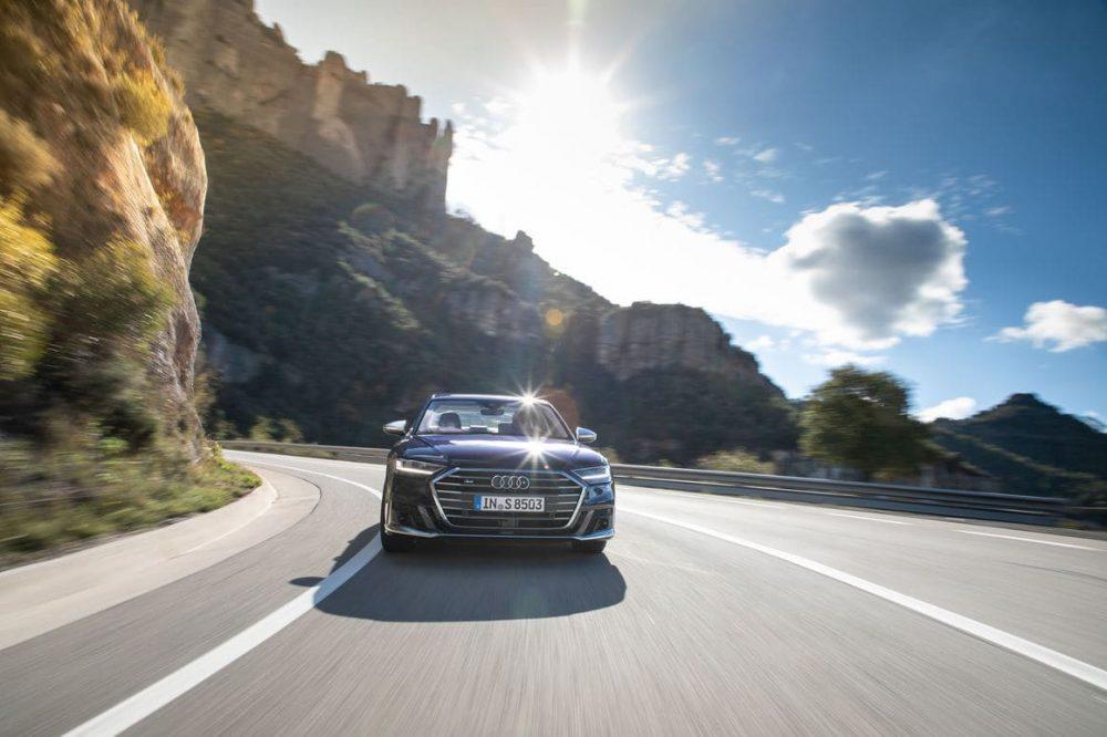 Audi S8 weitere Impression der Front mit schickem Audi S8 und seinem Grill mit Marke S8